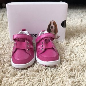 Size 6W Hush Puppies Sneakers